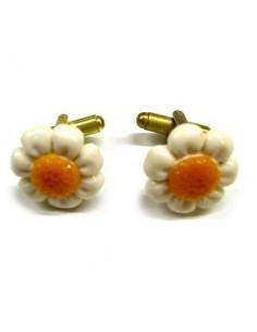 Daisy-shaped cufflinks